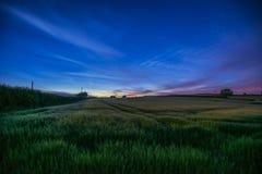 Notte stellata nei campi dell'azienda agricola con il bello cielo, Cornovaglia, Regno Unito Fotografia Stock Libera da Diritti