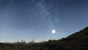 Notte stellata nelle montagne video d archivio