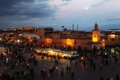 Notte sul EL Fnaa di Djema a Marrakesh fotografie stock libere da diritti