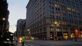 Notte Timelapse che stabilisce colpo delle vie di Manhattan archivi video