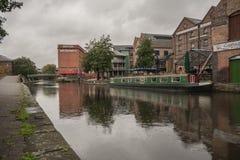 Nottingham/Inglaterra - 29 de setembro de 2010: Canal de Nottingham e construção britânica das vias navegáveis fotos de stock royalty free