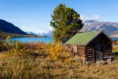 Notuje chałupę na Jeziornym Bennet Yukon terytorium YT Kanada Fotografia Stock