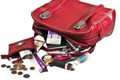 Notwendige Sachen in der roten Frauenhandtasche Stockfotografie