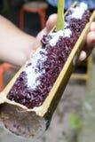 Nou noir dose le riz en bambou Photographie stock