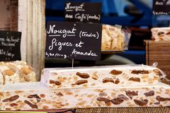 Nougat fresco em um mercado francês Imagens de Stock