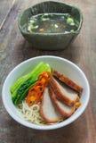 Nouille d'oeufs avec la soupe claire Photos stock
