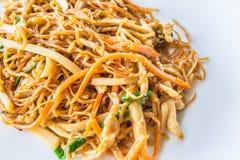 Nouille d'oeufs de poulet frit d'émoi de Chinois Photos stock