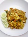 Nouille frite avec le cari et la crevette verts dans le style de padthai, nourriture thaïlandaise Image stock