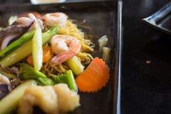 Nouille frite avec les fruits de mer et le brocoli, nourriture thaïlandaise photos stock