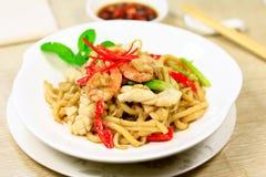 Nouille frite par nourriture chinoise image libre de droits