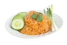 Nouille frite thaïe d'isolat. images stock
