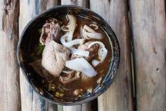 Nouille thaïlandaise dans la coquille de noix de coco Images libres de droits