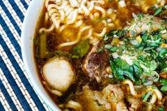 Nouille thaïlandaise de porc avec la soupe Photographie stock libre de droits