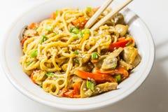 Nouilles asiatiques avec des légumes Photo libre de droits