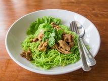 Nouilles avec du porc et des légumes Photo stock