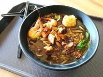 Nouilles chinoises de crevette rose de cuisine de nourriture de rue photographie stock