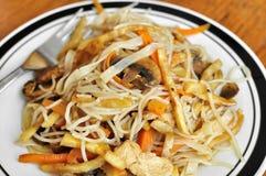 Nouilles chinoises frites image stock