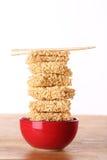 Nouilles d'aliments de préparation rapide dans une cuvette Photos libres de droits
