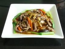 Nouilles d'oeuf au plat avec le canard de bonelet Photographie stock libre de droits