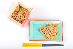 Nouilles de la Chine avec les légumes et la viande Photos libres de droits