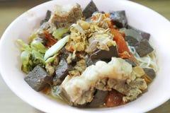 Nouilles de pâtes ou spaghetti ou nouille chinois de lao images libres de droits