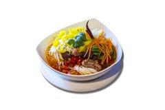 Nouilles de riz avec de la sauce épicée à porc Images libres de droits