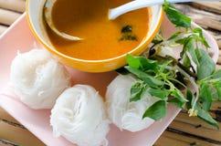 Nouilles de riz en cuisine thaïlandaise traditionnelle douce de sauce à cari, ric Photographie stock libre de droits