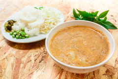 Nouilles de riz en sauce à cari de poissons (Kanom Jeen Nam Ya) image stock