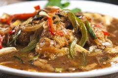 Nouilles de riz sautées avec de la sauce à haricot noir Photo libre de droits