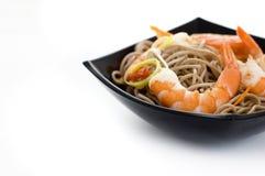 Nouilles de Soba avec des crevettes Images stock
