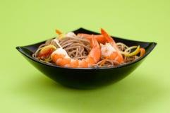 Nouilles de Soba avec des crevettes Images libres de droits