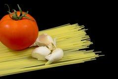 Nouilles de spaghetti avec la tomate et l'ail Photo libre de droits