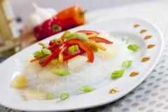 Nouilles en verre avec des légumes photo libre de droits