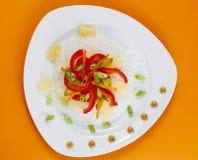 Nouilles en verre avec des légumes photographie stock