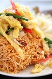 Nouilles frites croquantes de nourriture thaïe images stock
