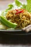 Nouilles frites de type chinois Photos libres de droits