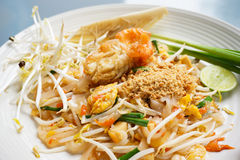 Nouilles frites - Padthai Photos stock
