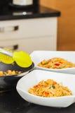 Nouilles frites par Stir photos stock