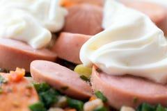 Nouilles instantanées et saucisses photographie stock libre de droits