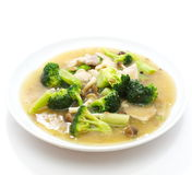 Nouilles jaunes cuites à la friteuse par style chinois Photo libre de droits