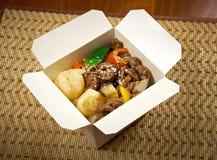 Nourriture à emporter - tranche et pomme de terre de boeuf. photos libres de droits