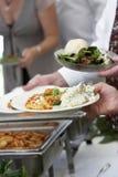 Nourriture étant servie Photo stock