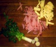 Nourriture étonnante et délicieuse Oignons, jambon et fromage Image libre de droits
