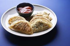 Nourriture asiatique boulettes frites image stock