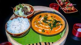 Nourriture asiatique d?licieuse - une collection de diff?rents plats asiatiques images stock