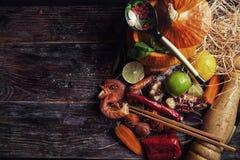 Nourriture assortie sur la table en bois Photographie stock libre de droits