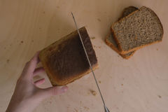 Nourriture belle composition de pain, de farine et des oreilles sur le fond en bois Images libres de droits