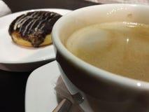 Nourriture, café et beignet de dessert photos libres de droits