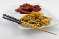 Nourriture chinoise - côtes découvertes sans os avec du porc frit images stock