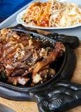 Nourriture chinoise dans le restaurant élégant Images stock